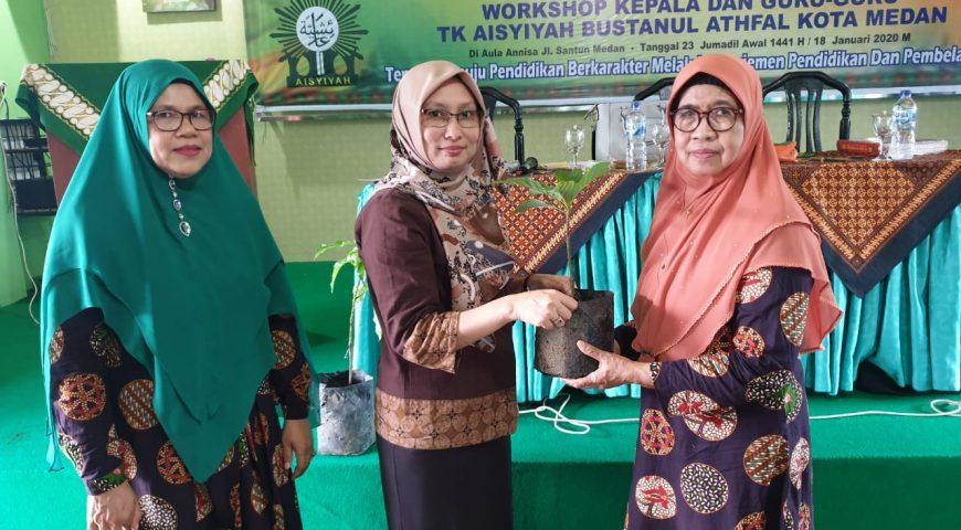 BPBD Provsu Sampaikan Materi PB dan Serahkan Bibit Pohon ke Aisyiyah Kota Medan