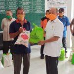 Peduli Dampak Covid-19, Kepala BPBD Provsu Serahkan Bantuan Sembako