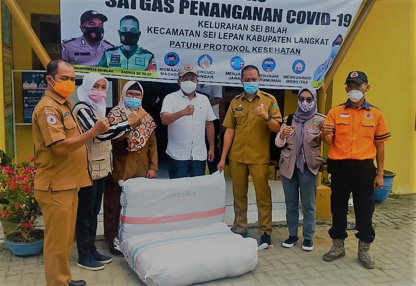 Gubernur Edy Rahmayadi Serahkan Bantuan Kepada Korban Kebakaran di Kabupaten Langkat